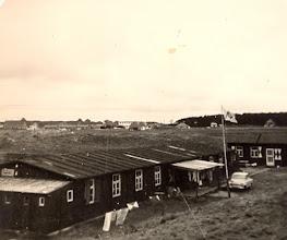 Photo: VCJC kamp Ameland 1964 De eerste groep (Bosvolk)die in tenten was ondergebracht spoelden bijna van het eiland door hevige regenval. Voor de latere groep waar ook Evert Mennega en Lute Hilberts bij waren werd noodgedwongen een onderdak gezocht en gevonden. Het was een oud (kippen) hok maar we zaten tenminste droog en dat is altijd belangrijk.