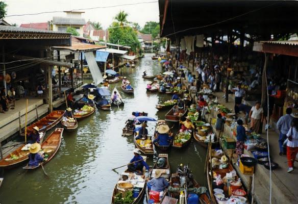 Mercato galleggiante di Bankok di lestat