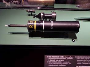 Photo: Skarp patron M/1948 B med riktad sprängverkan.