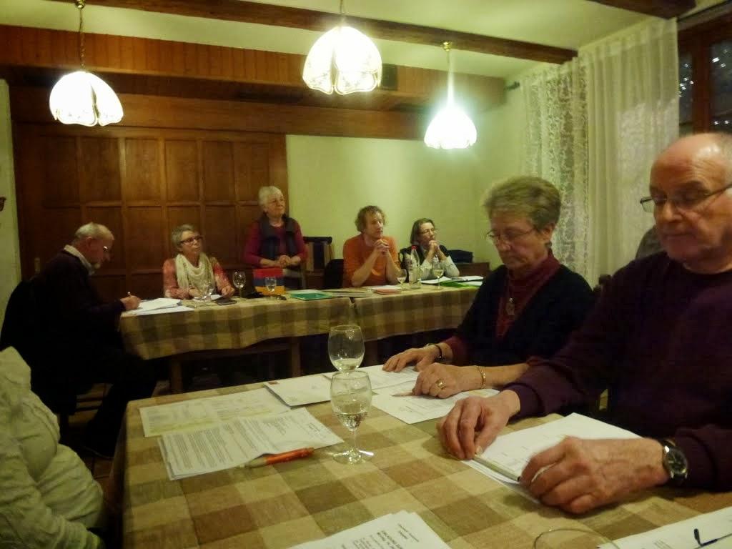 Photo: Unsere Präsidentin Margrit Siegrist eröffnet die Versammlung. Mit dabei alle Ehrenmitglieder!