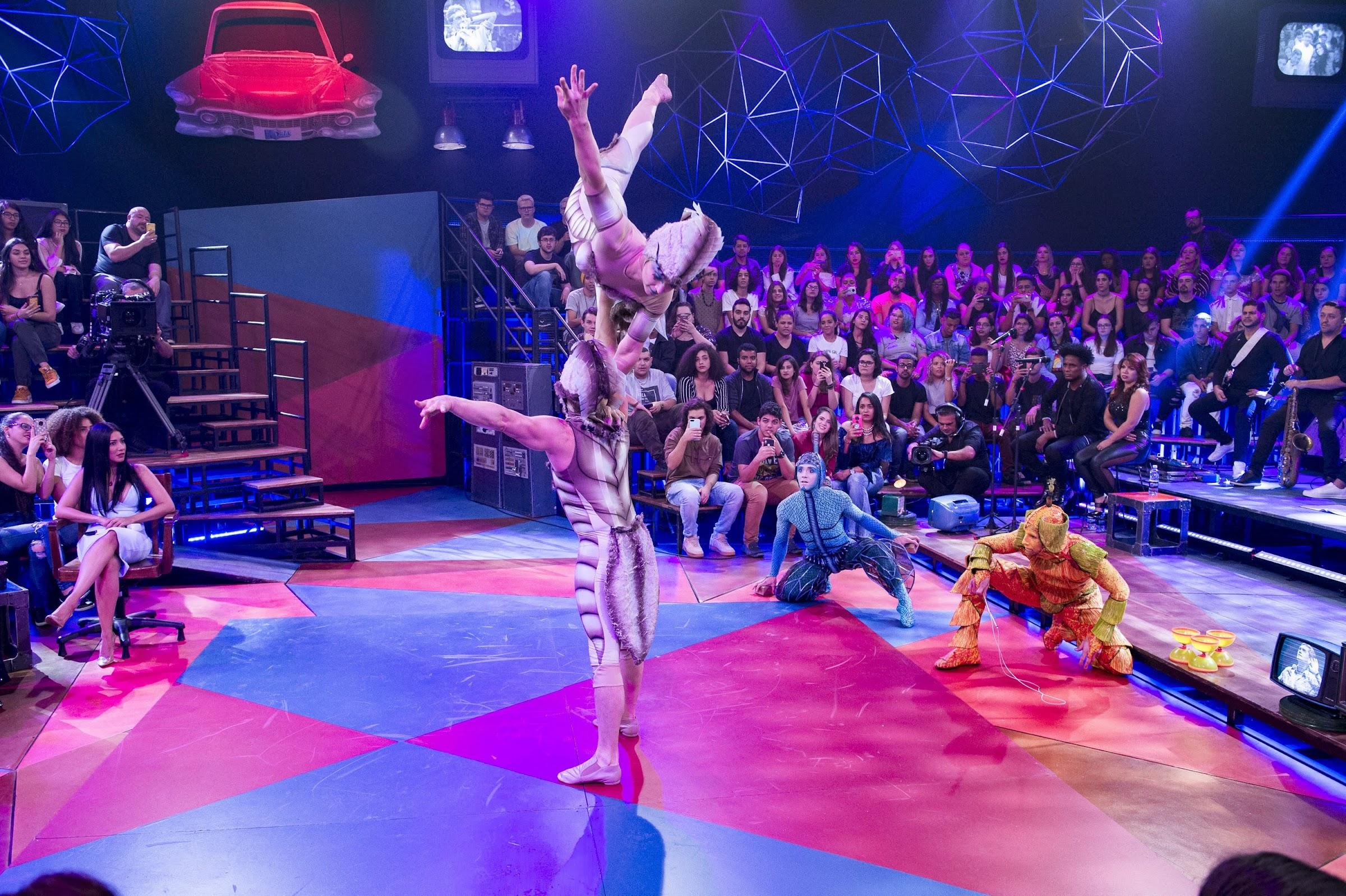 Cirque du Soleil apresenta o espetáculo Ovo