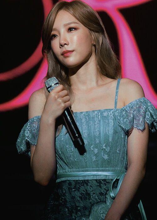 taeyeon shoulder 16
