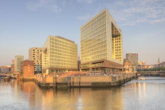 Photo: Das neue Spiegelgebäude (im Hintergrund sieht man das alte...)
