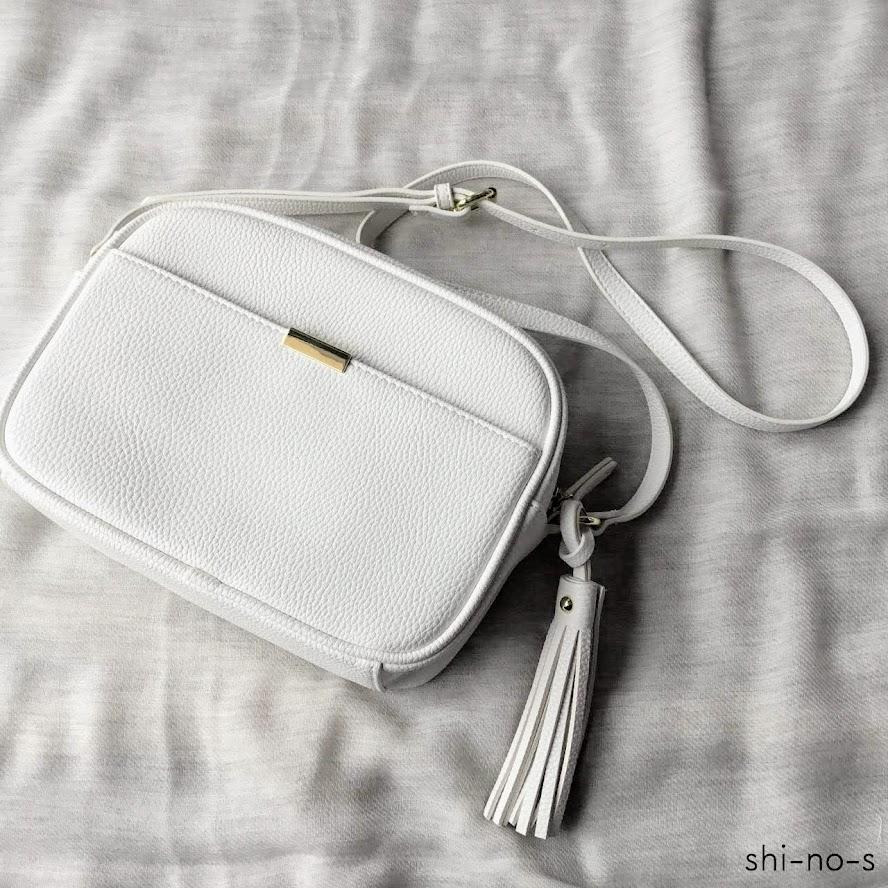白いミニショルダーバッグ