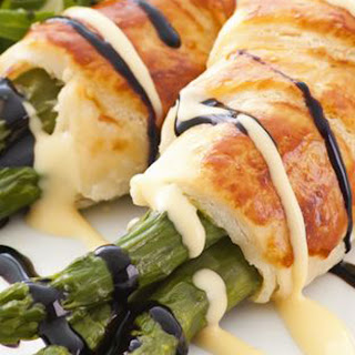 Pastry-Wrapped Asparagus with Hollandaise Sauce