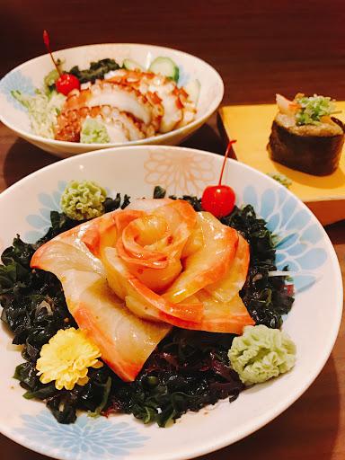 意外的美味♡尤其是玫瑰花辦的生魚片真的是視覺享受,炸蝦壽司也大推💯