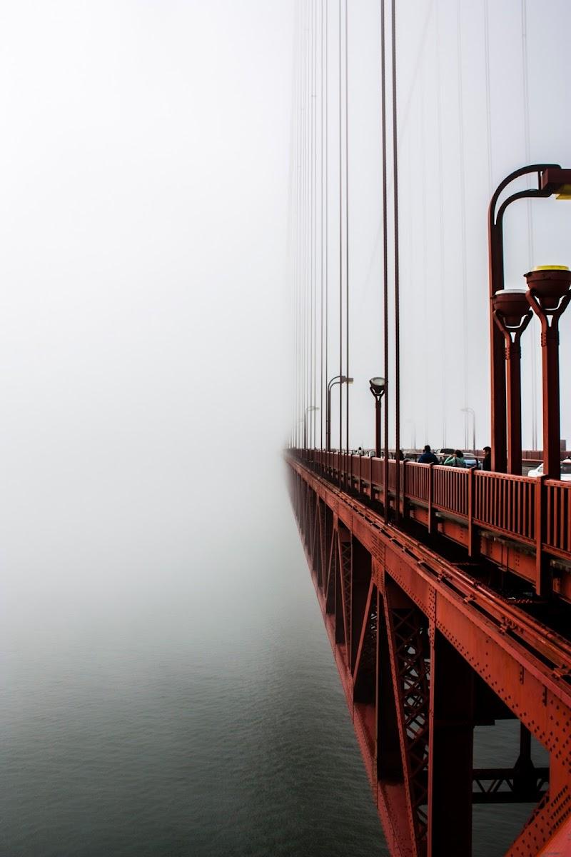Ponte nella nebbia di Simone Sartorelli