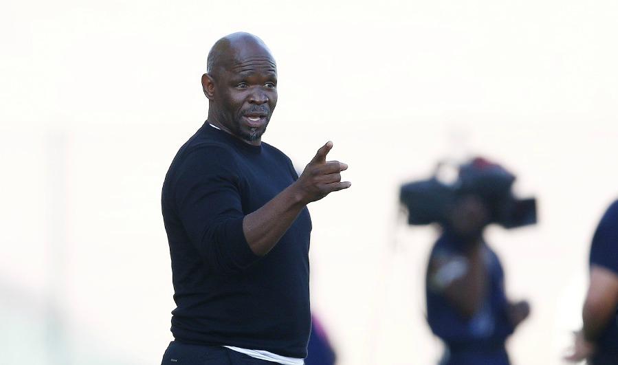 Die afrigter van die pyltjie, Steve Komphela, berei hom voor om die voormalige Chiefs van die klub te spook