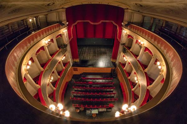 Una serata a Teatro  di simone_ragazzini