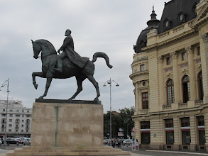 Photo: Rou3S108-151001Bucarest, place Révolution, statue du roi Carol 1er IMG_8603