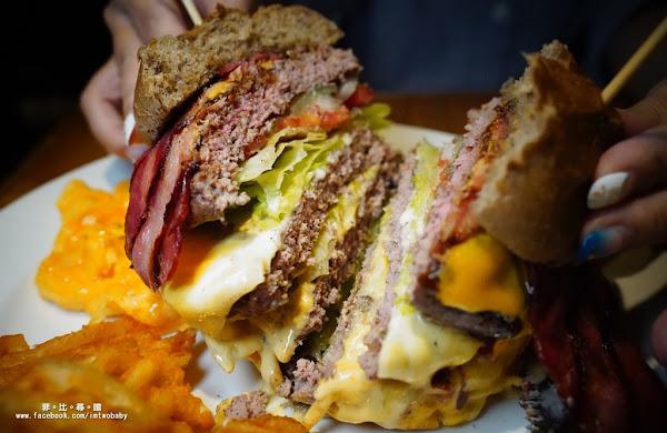 Stan & Cat 史丹貓美式餐廳 忠孝店 天呀~好大的漢堡!一手無法掌握的浮誇大滿足