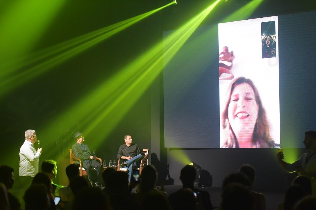 Autora de Topíssima, Cristianne Fridman participou da coletiva através de uma live.