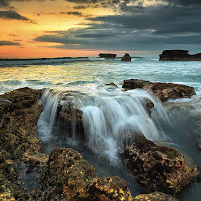 FOSSILL ROCK by Jasen Tan - Landscapes Waterscapes