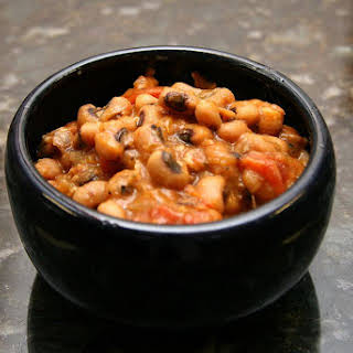Crock Pot Fresh Black-Eyed Peas With Bacon and Tomatoes.