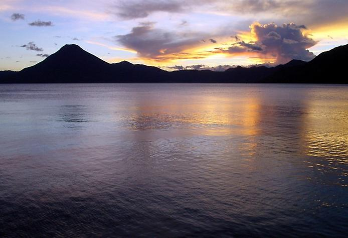 Photo: Здесь много археологических памятников майя, которые находятся вокруг озера.