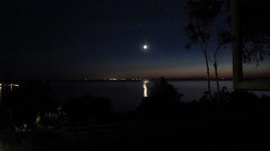Photo: Ayın şavkı vurmuş Lake Michigan'a