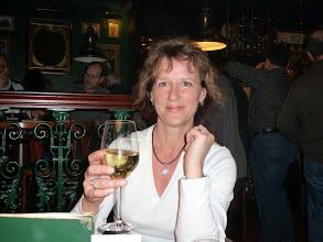 Photo: Zu späterer Stunde im Irish Pub im Hotel. Der Wein schmeckt...