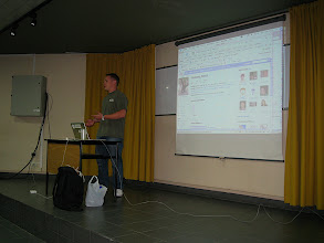 Photo: Lane shows apps