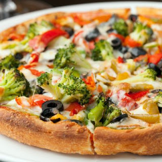Cheesy Broccoli And Sweet Pepper Pizza