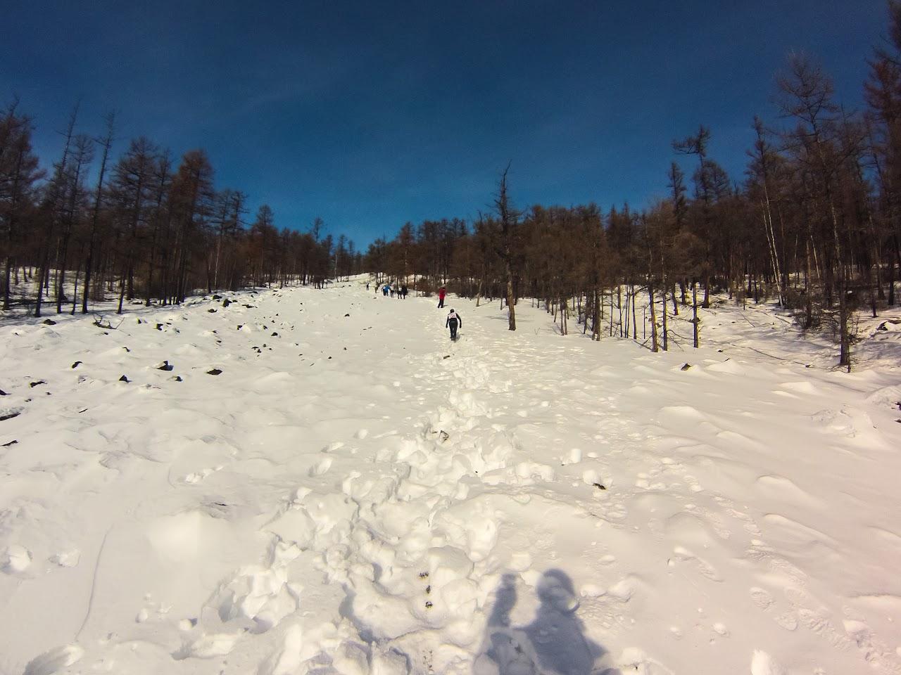 Подъем на голец Саранакан 23 февраля 2017 - Алея усыпанная камнями скрытыми под слоем снега