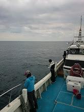 Photo: 沖はシケてます。 島影でシャクります!