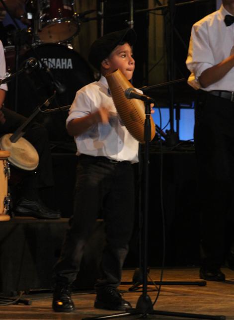 Eliangel Morales es el niño más pequeño de la orquesta. Con su carisma y emoción pudo sacarle sonrisas al público asistente
