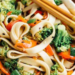 Sesame Broccoli Noodle Bowl [Vegan]