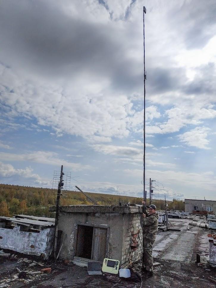 Илюша с командой с помощью антенны на 8 метровой мачте ищет в Кизеловских лесах самолетик у которого вдруг перестал крутиться пропеллер…