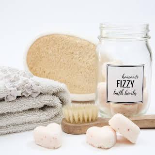Homemade Fizzy Bath Bombs.