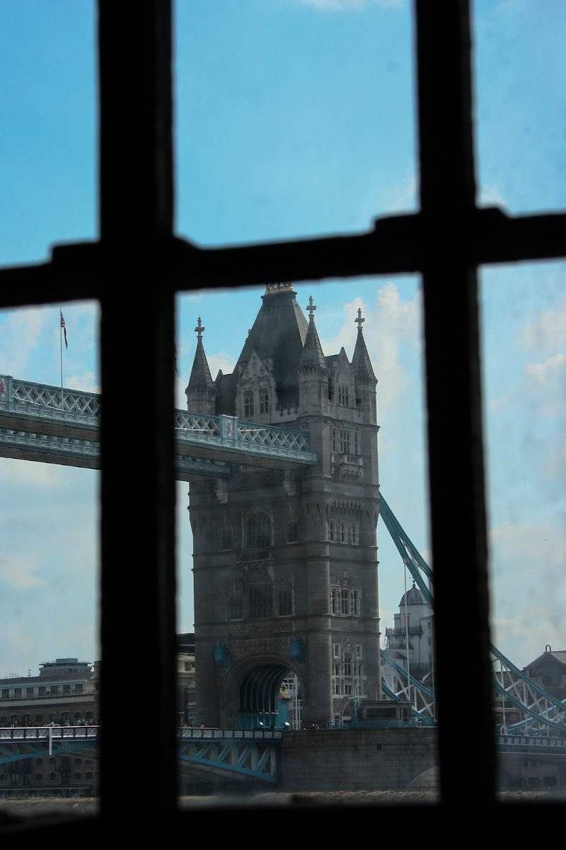 Tower Bridge from Tower of London di utente cancellato