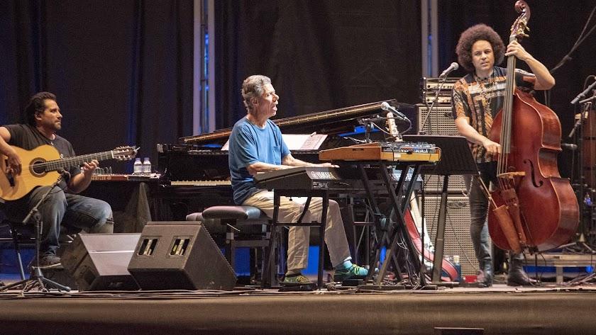 Chick Corea, durante el histórico concierto que ofreció en 2019 en la Plaza de Toros de Almería junto a Niño Josele, entre otros.