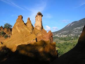 Photo: Le village de Rustrel vu des carrières d'ocre