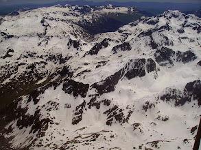 Photo: A droite, crêtes du pic d'Arraillous 2704m, Grande Fache 3005 m derriére, Pics de l'Enfer derriére (Espagne). Port frontalier du Marcadau à gauche.