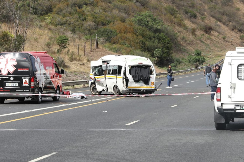 Vier dood, 15 beseer in gru-EL-motorongeluk - DispatchLIVE