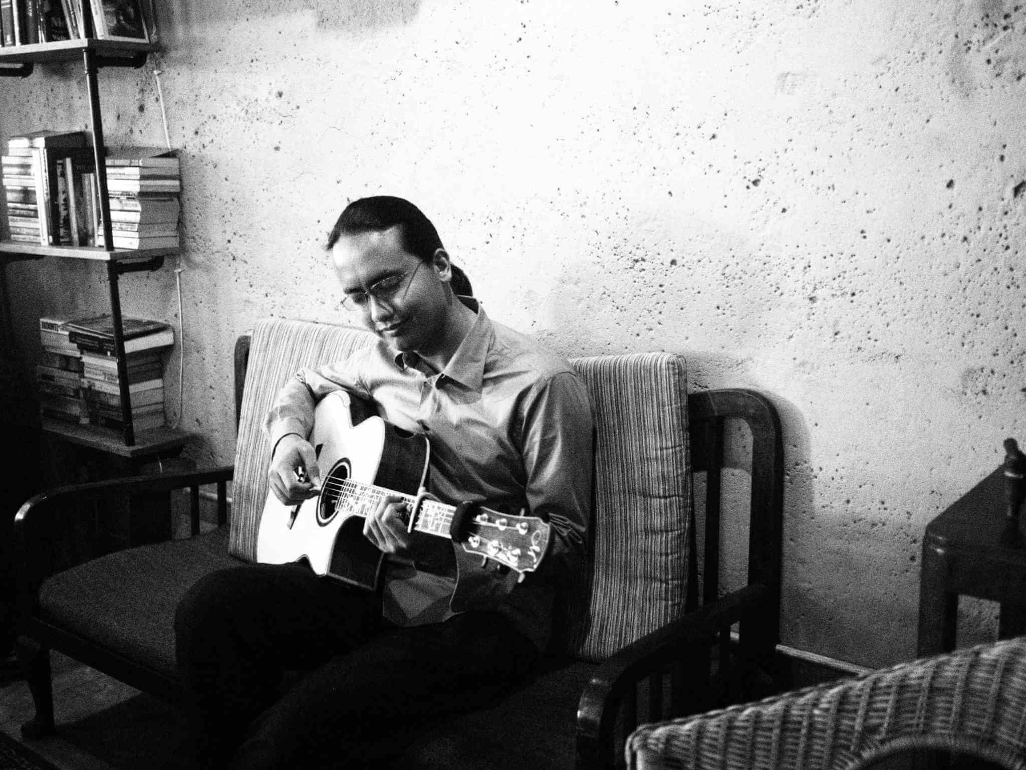 Black and White photo of YouGo Guest Trainer Az Samad Playing Guitar