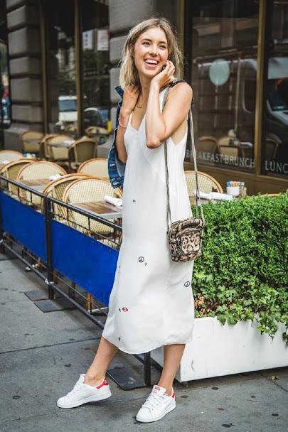 Đầm trắng với giày trắng 2