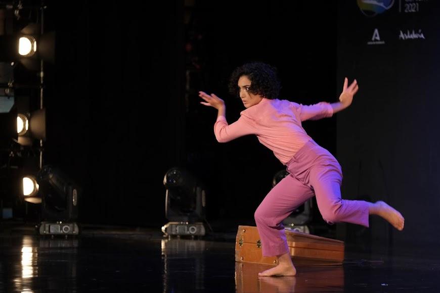 La bailarina Raquel Laó mostró su talento en el escenario.