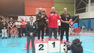 El campeón nijareño en lo más alto del podio.