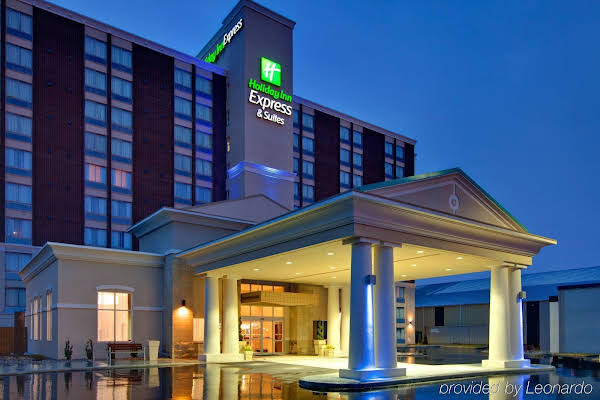 HOLIDAY INN EXPRESS & SUITES C