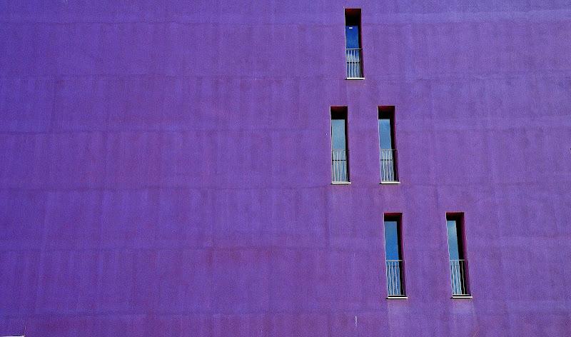 Purple wall di Cary