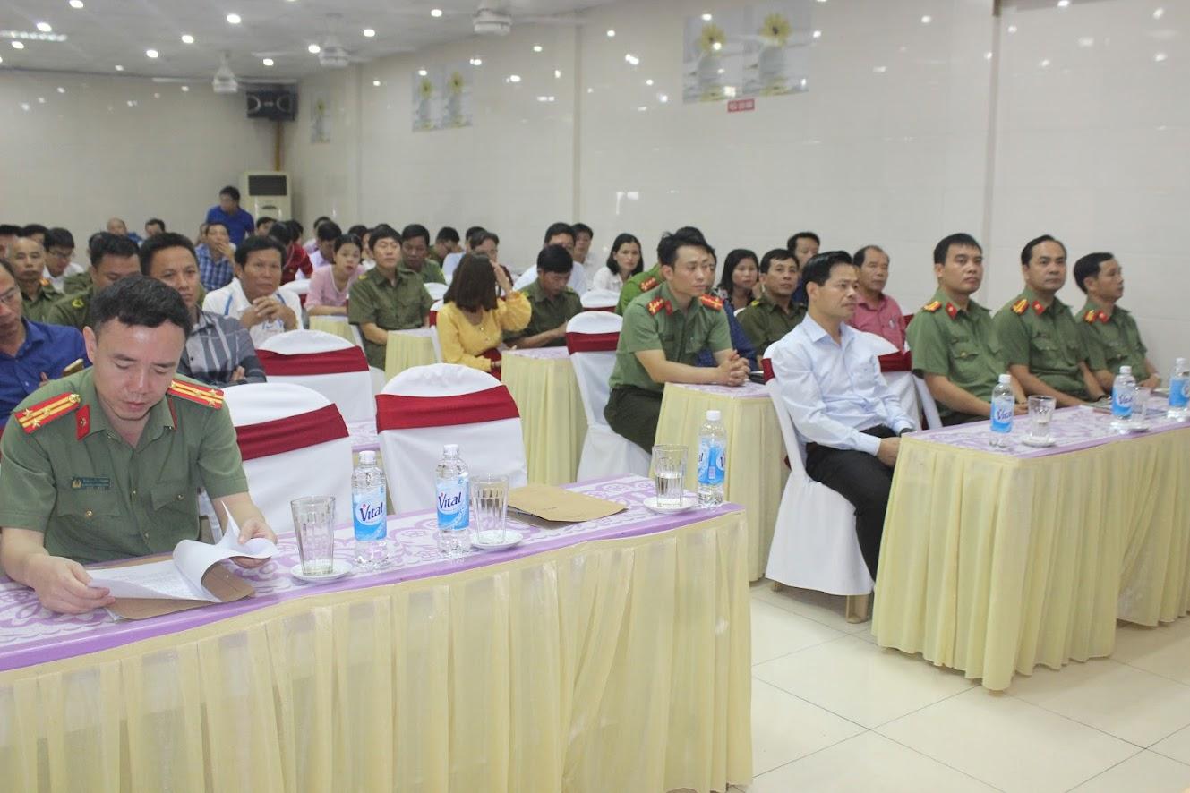 Các đại biểu tham dự lễ khai giảng