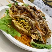90. Crispy Chow Mein with Shredded Beef in Bird Nest 雀巢味菜牛柳