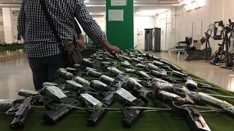 Pistolas expuestas en la Comandancia de Almería para su subasta.