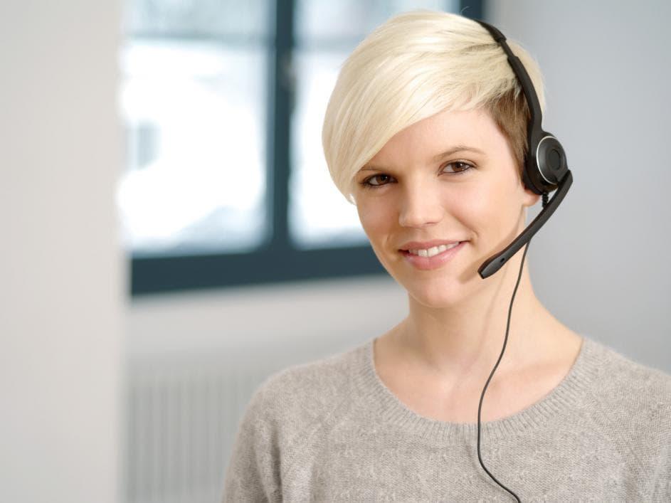 what does a virtual receptionist do