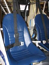 Photo: Ses sièges bleus assortis
