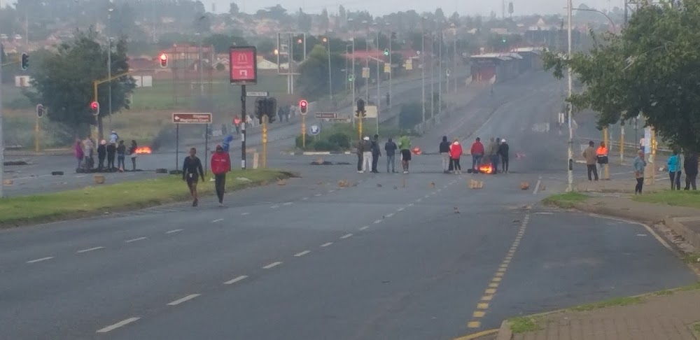 Buses back on roads after police fire rubber bullets to disperse protesters in Soweto - SowetanLIVE