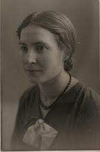 Photo: Mijn moeder Johanna (Joos) van der Vliet (1908-1965). Ik vind het een buitengewoon mooi portret. Ze zal hier rond de 25 jaar oud zijn. Zij was een van de zes dochters van Jurriaan van der Vliet en Johanna Cornelia Snel.