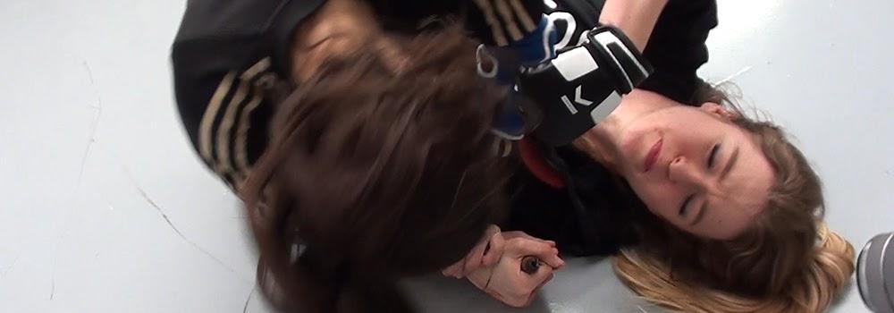 Entraînement des actrices Estelle COURRET et Natalia PUJSZO : bagarre, combat et cascade physique, pour le tournage de - Une soirée tranquille. Régleur cascades - chorégraphe de combat : Alexis DIENNA. Escrime Cascade : https://www.escrimecascade.com/