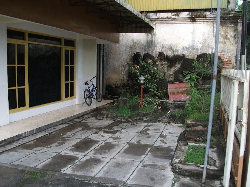 Tempat parkir tamu Hotel Kurnia Blora