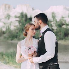 Wedding photographer Anna Kolesnikova (Taiga). Photo of 12.08.2014
